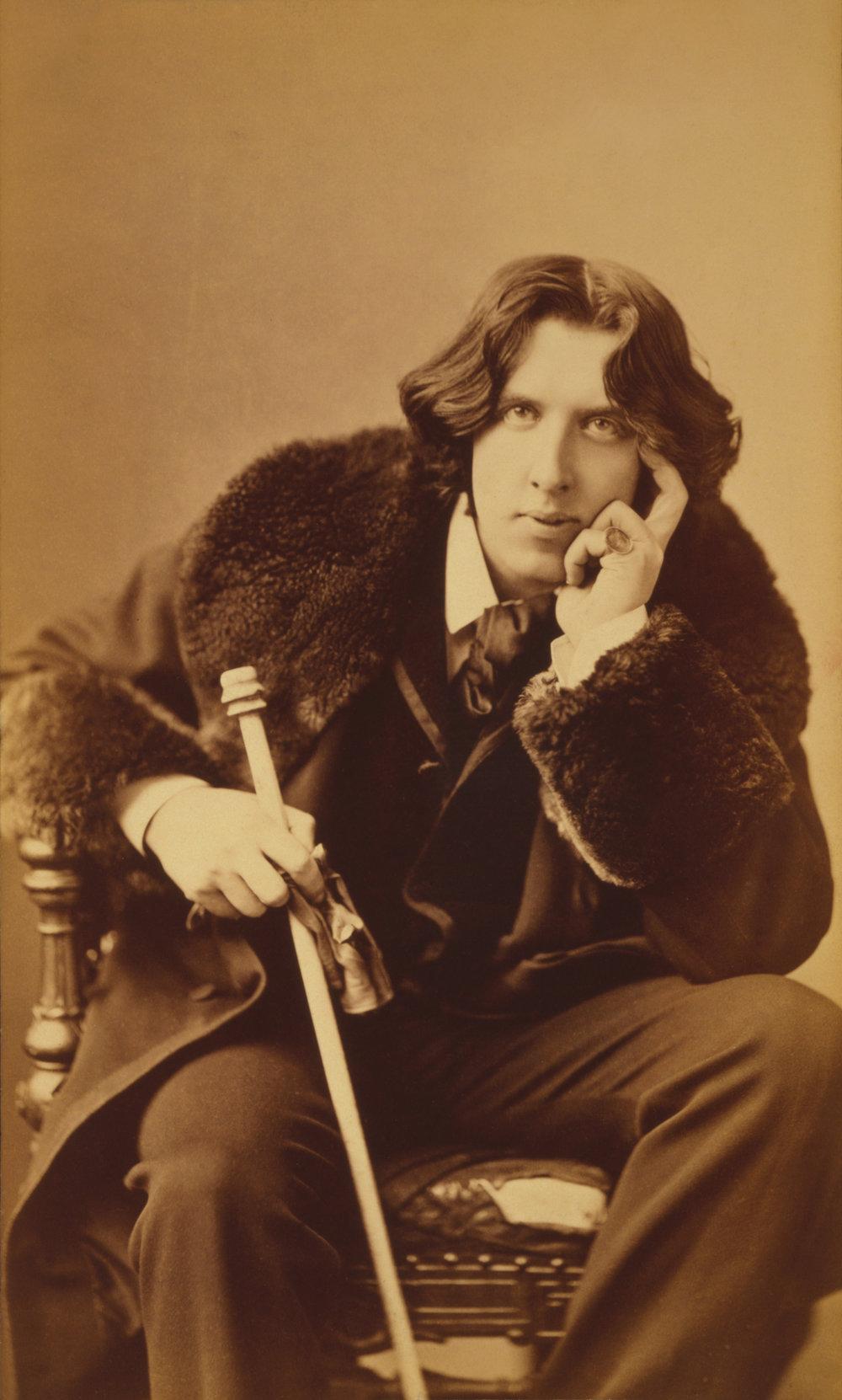 Oscar_Wilde_portrait_by_Napoleon_Sarony.jpg
