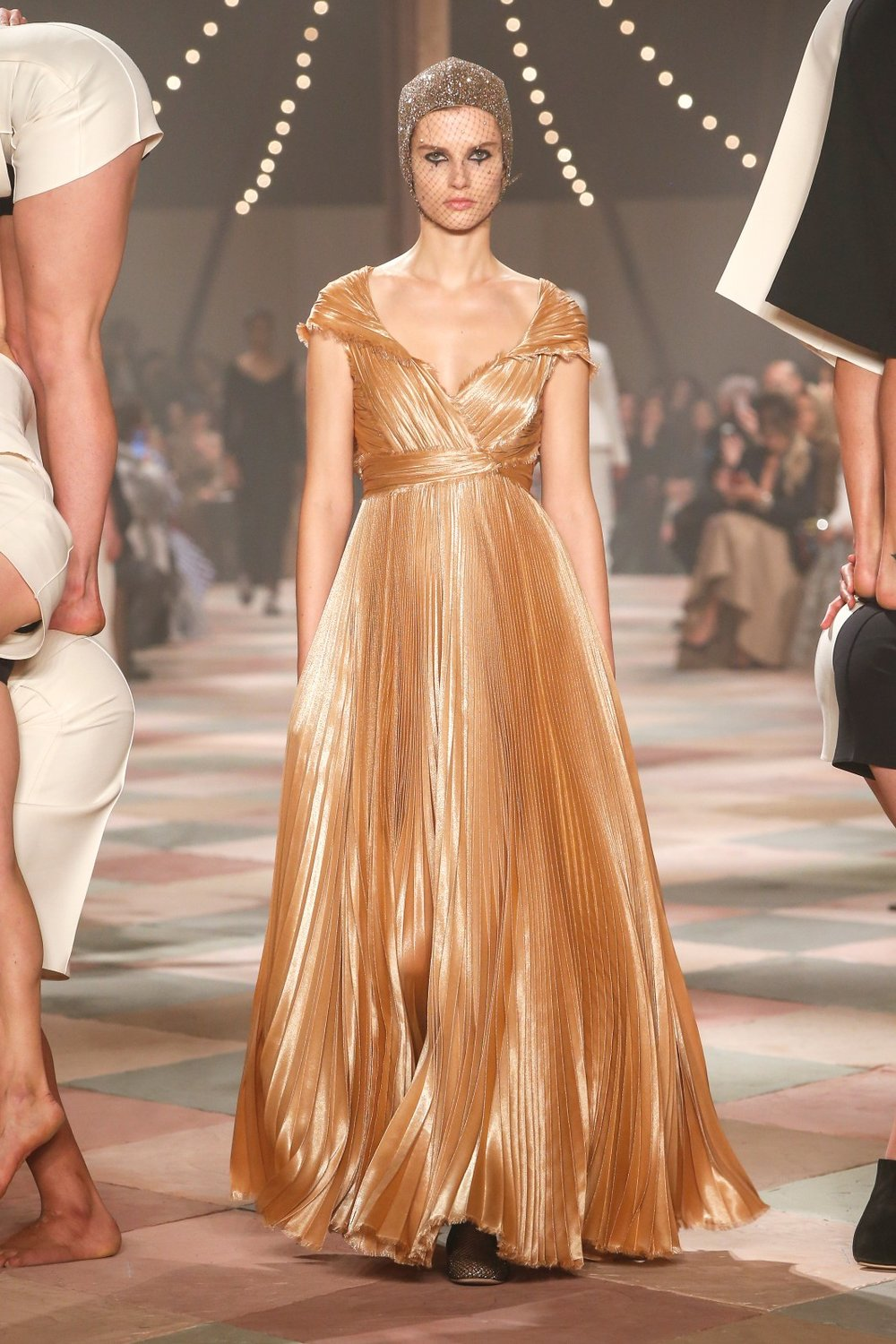 DIOR_HAUTE_COUTURE_SPRING-SUMMER2019_LOOK13.jpg