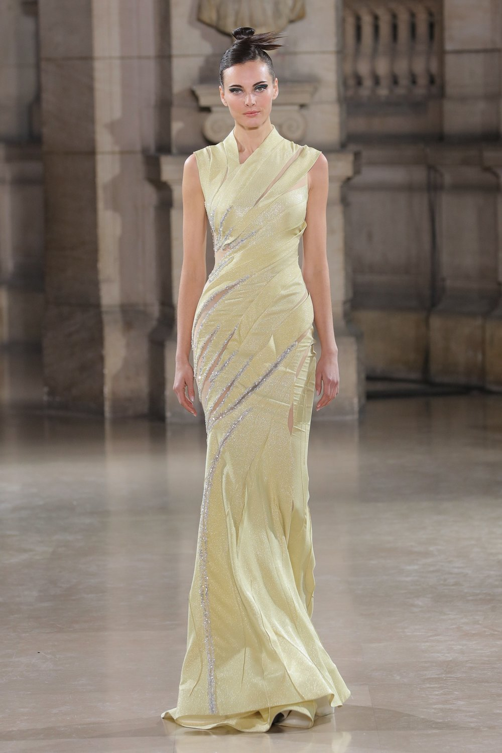 TONY_WARD_COUTURE_SS19_19.jpg