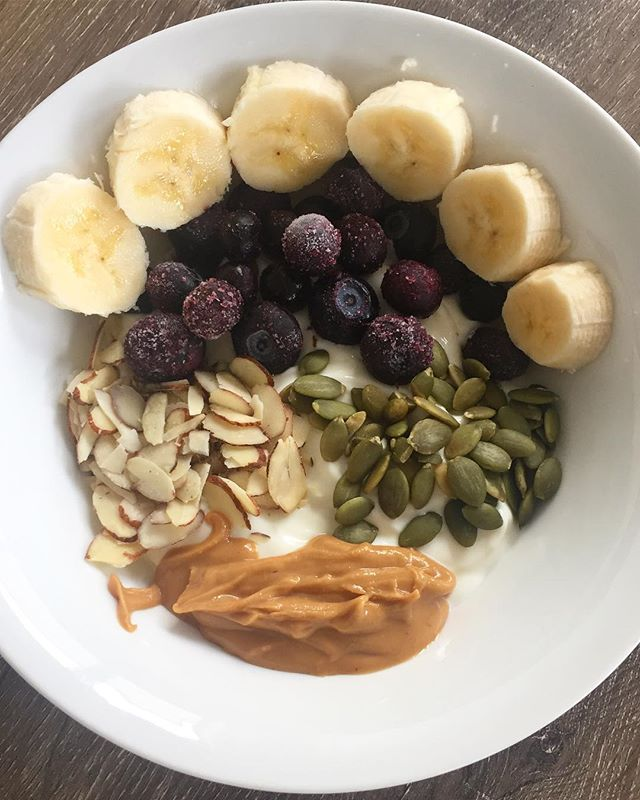 This yoghurt bowl topped with fresh fruit, nuts & seeds and @picspeanutbutter is my go to morning snack at the moment 💛 It's loaded with nourishing fats 🌼 Healthy fats are key beauty nutrients- they are crucial for the structure of our skin, hair and nails and help to reduce inflammation in the body 💃