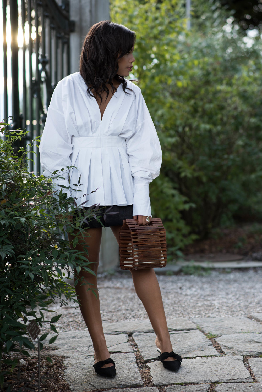 H&M  blouse  -  Zara  skirt (similar  here  and  here ) and bag (similar  here ) -   Massimo Dutti  shoes