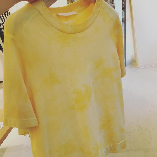 T-shirt / by UNION LAUNCH 2017 SS 『大地と自然の恵み』さんの有機ゆずで染めたTシャツ(UNION LAUNCHさんの2017SSのコレクションより)。染料のご提案をさせていただきました。 ゆず : 大地と自然の恵み(高知県香美市)