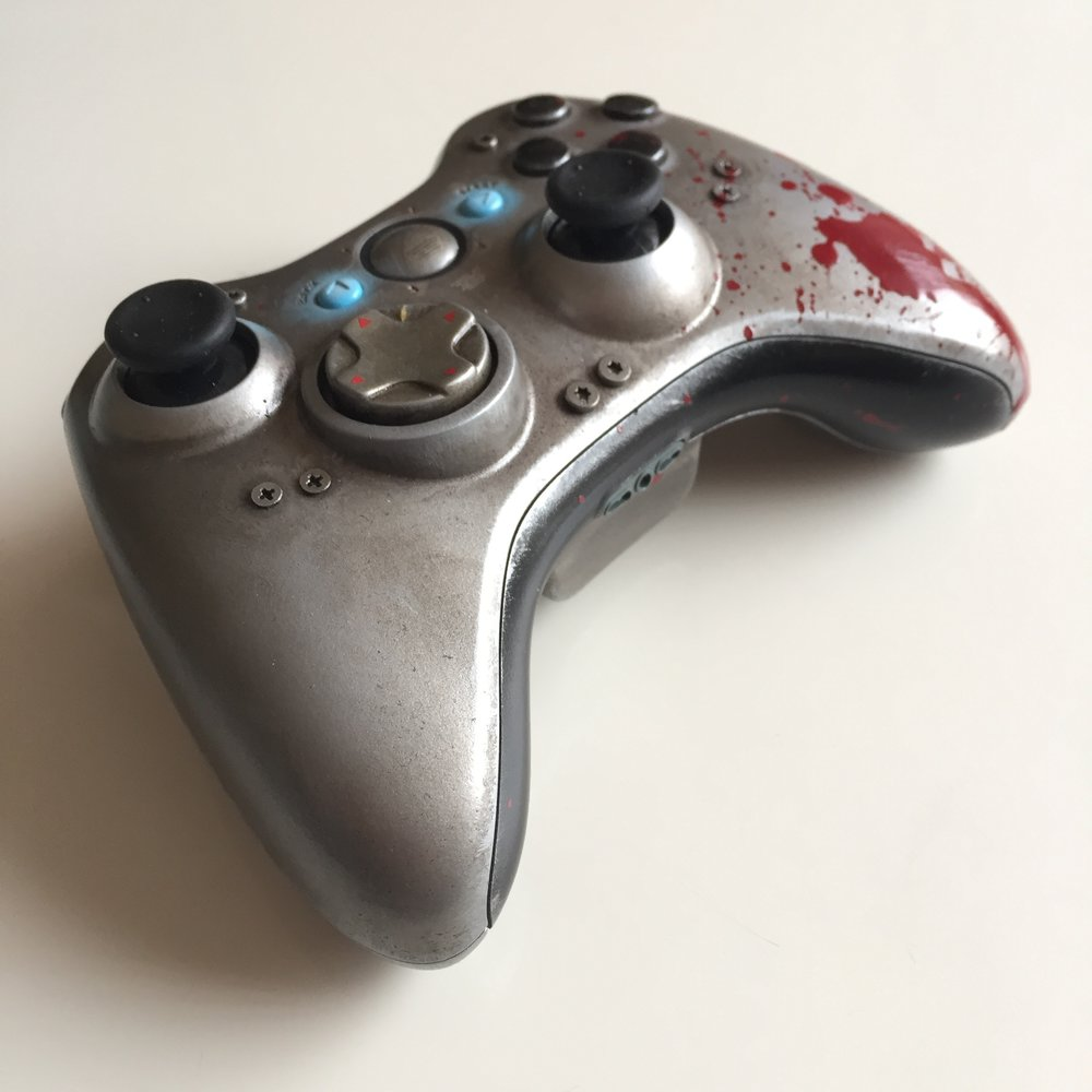 Gears of Wars - WAR Custom Controller 03.jpg
