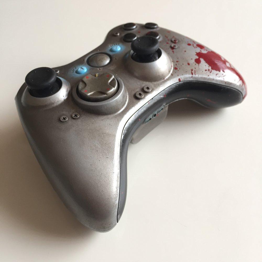 Gears of Wars - WAR Custom Controller 03.jpg