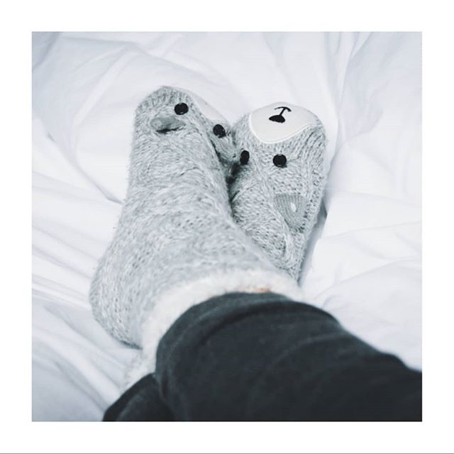 It's a perfect evening for a little #hygge.  I'm planning to put fluffy socks on, make a cup of herbal tea, light a candle, and snuggle with a cat.  My favourite thing about hygge?  It doesn't inherently create any waste.  This week on the blog: how hygge and #zerowaste living go hand in hand.  Link in bio! . . . . . . . . . . #hyggelig #hyggehome #hyggelife #hyggemoments #cosy #cosyhome #cosynight #cosynights #CosyEngland #cosyplace #cosytime #cosyness #cosycorner #simplify #simplifyyourlife #minimal #minimalism #minimalmood #zerowaste #zerowasteuk #zerowastemanchester #zerowastelife #zerowastelifestyle #zerowasteliving #zerowastehome  #nowaste  #lowimpact #consciousconsumer