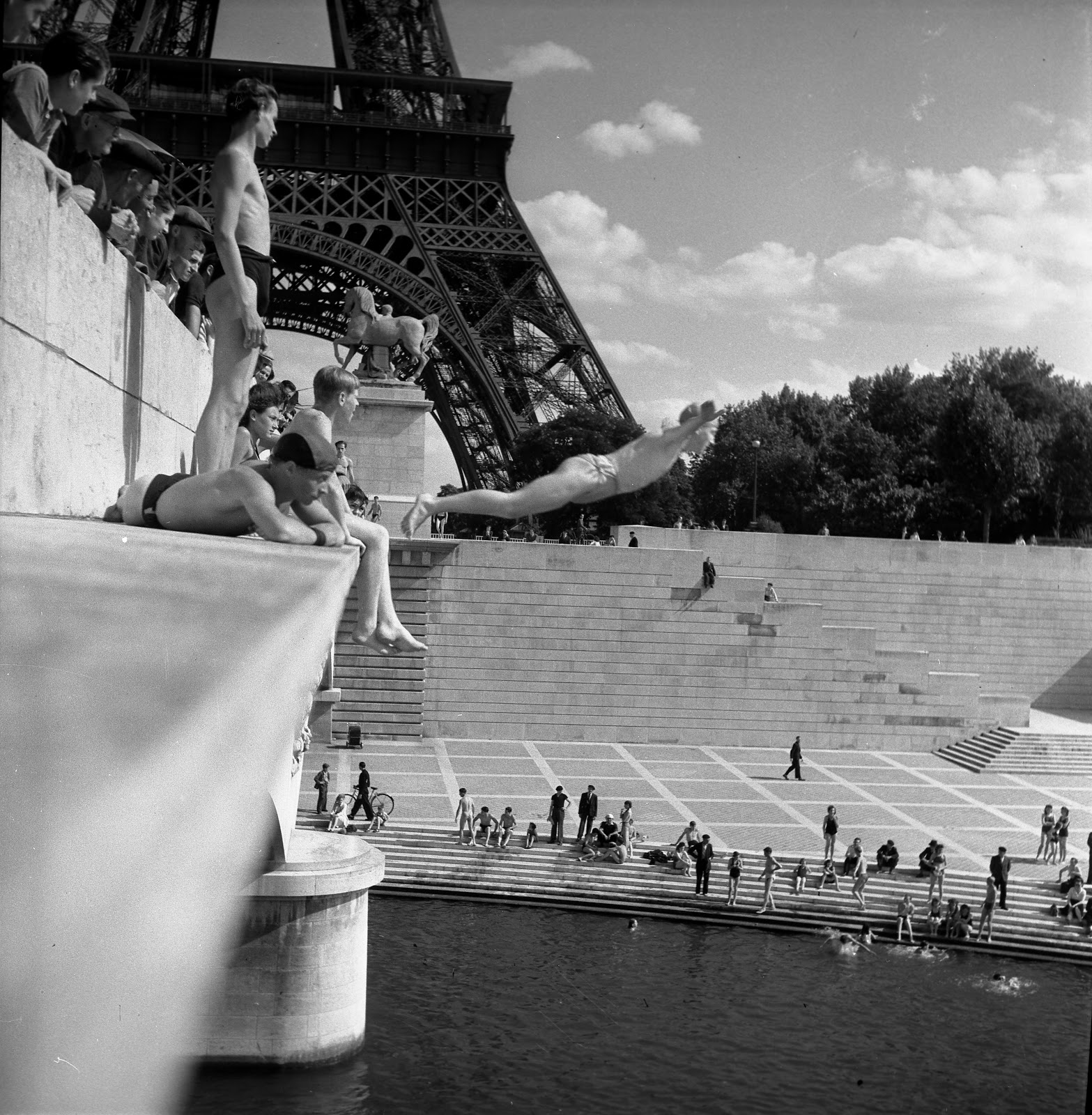Paris In Black And White Photographs Of Robert Doisneau Tiffany Parks