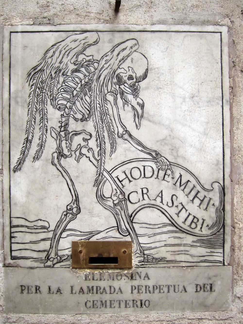 """""""Me today; you tomorrow"""" inscription outside Santa Maria dell'Orazione e della Morte © Tiffany Parks"""