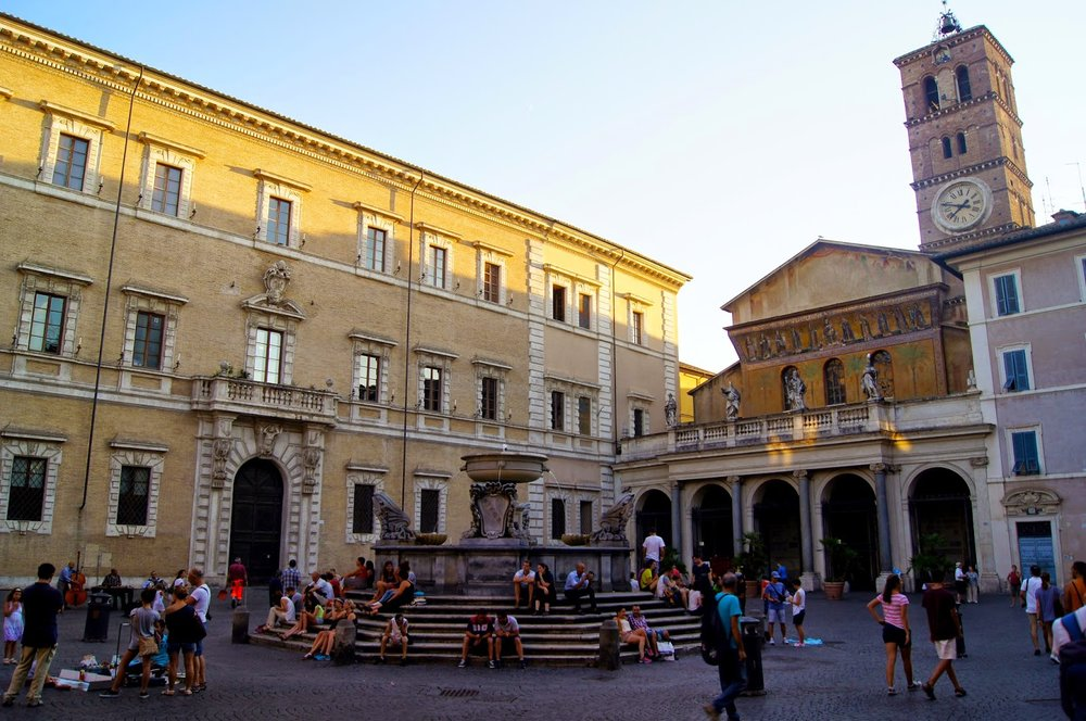 Piazza Santa Maria in Trastevere [ source ]