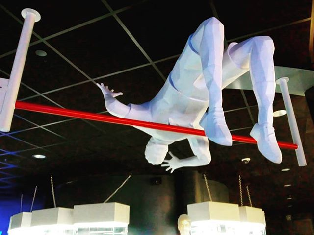 Quién y con cuantos metros se batió el récord de salto de altura? #historiadeldeporte #records #atletismo #medicinadeldeporte #fisioterapia #pasion #disciplina #juegosolimpicos #museorafanadal