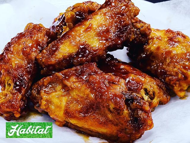 Get your wings delivered fast and for FREE on Habitat right now! @habitat_foodfast 🔥🔥🔥 #phillyeats #templefoods #bestwings