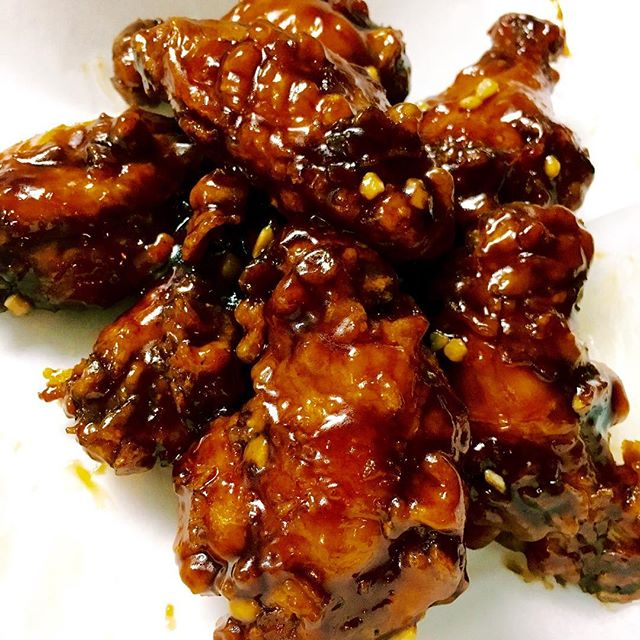 Stay tuned for the Soy Garlic Wings! ☝️🔥#templefood #bestwings #phillyeats #betteratENI pc: @ineedating