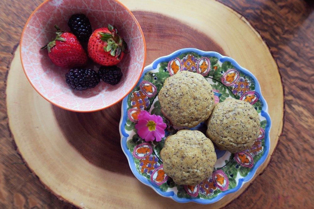 paleo muffins, lemon poppyseed muffins, paleo breakfast, paleo snacks, grain free, gluten free, healthy muffins, sugar free muffins