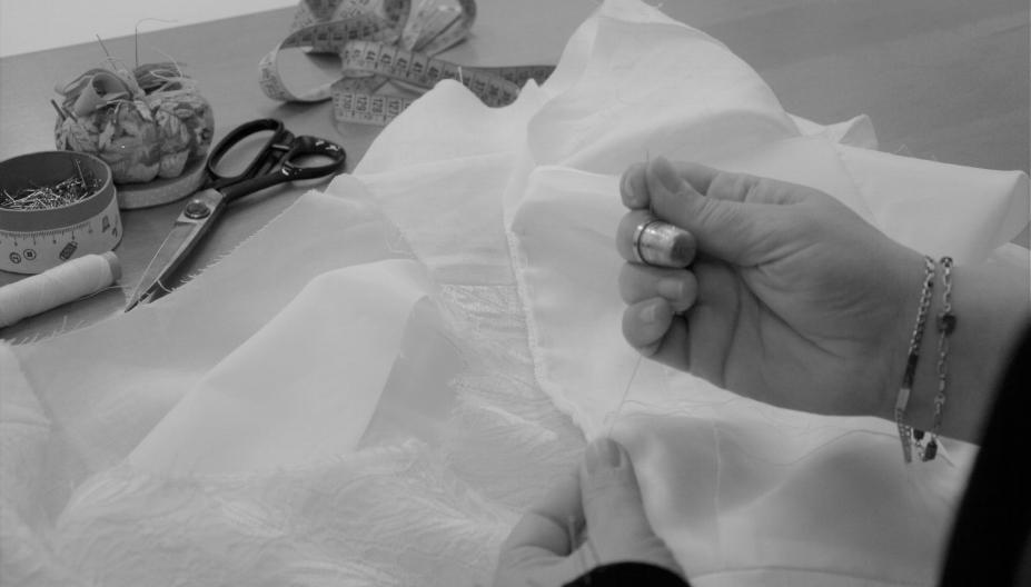 Embastar, cosir un puntet al canto d'una peça de roba... Dominar tècniques de costura a mà és important per a nosaltres