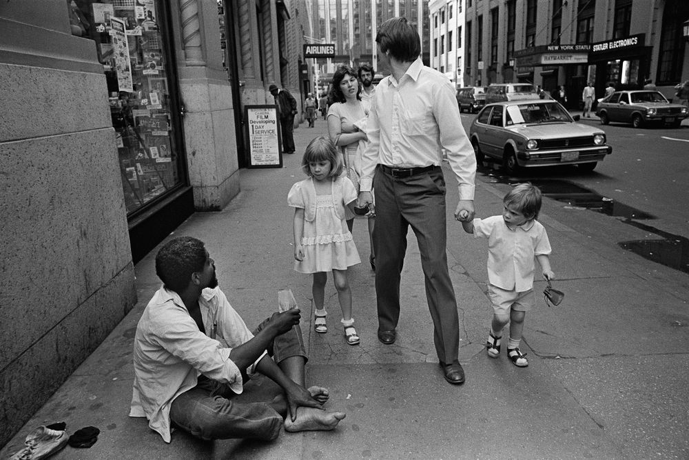 W. 32nd St., NYC, 1983. Richard Sandler / The Eyes of the City  Available at: https://www.lensculture.com/articles/richard-sandler-the-eyes-of-the-city#slideshow