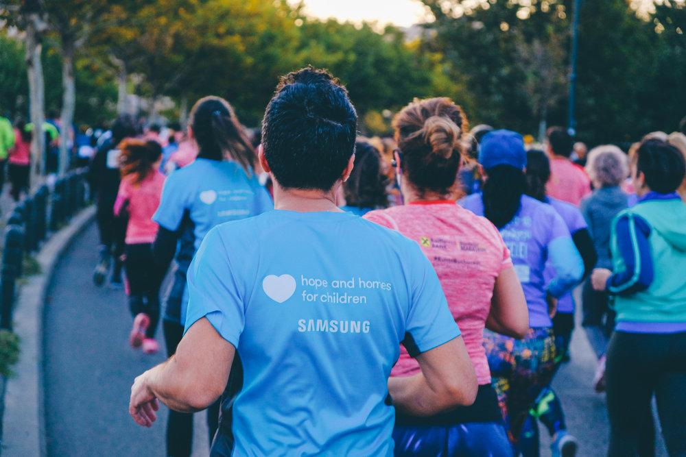 Alergători TeamHope_maraton_Răzvan Leucea2.jpg