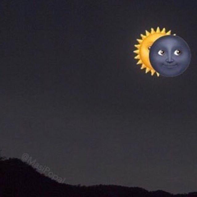 Happy #solareclipse2017 🇺🇸