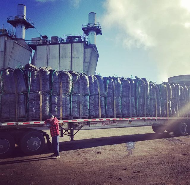 It's a beautiful day here in Oregon! First load of the day out and a few more to go!  #biochar #bioenergy #biomass #pnw #hemp #healthysoil #organic #carbon #activatedcharcoal #roguevalley