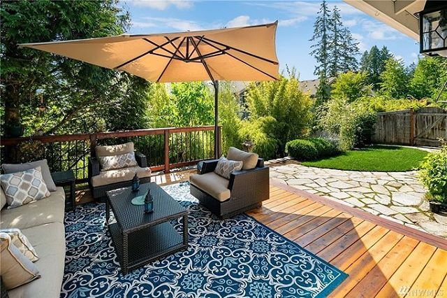 Just closed today on this amazing 1 story townhouse in Bothell for my client — only 490K. This place would've sold for closer to 550K just months ago 😧 Way better time to buy these days 💯 Look at that backyard!!
