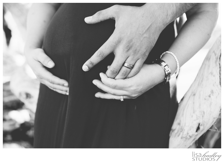 Maternity Photos by Lisa Hadley Studios | www.lisahadleystudios.com