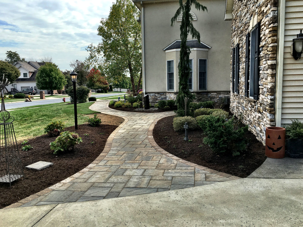 Benefits of Including Sweeping Curves in your Landscape Design in South Londonderry, PA