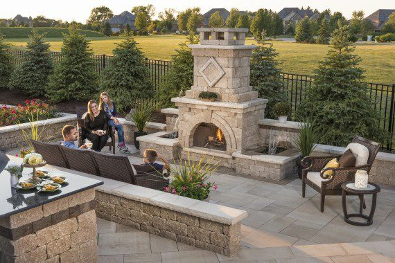 Natural Gas Vs. Wood-Burning Outdoor Fireplace for Your South Londonderry, PA, Landscape