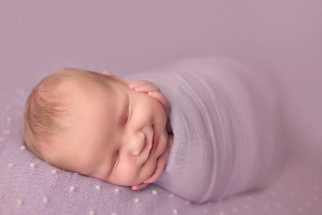 💜💜💜 #newbornphotography #newborn #sanantoniophotographer #sanantonio #satxbloggers #atxphotographer #babypictures #photographer #notyetayearling #naturalbaby #igbabies #clickinmoms #letthembelittle #shootandshare #babygirl #nyföddfotograf #fotografia #fotografiadebebes #nikond750 #sigma #sunshineandgigglesphotography