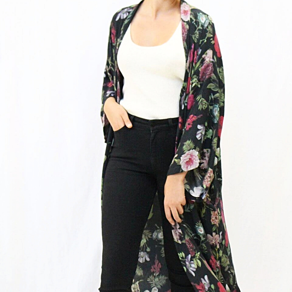 Shawl in Moody Floral