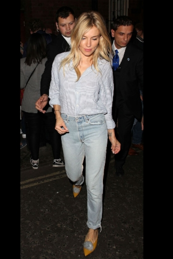 4. THE EFFORTLESS DRESSER SIENNA MILLER - Sienna Miller originally known for her authentic boho style has truly evolved over time, one thing that hasn't changed is how she styles denim by transforming boho to effortlessly chic looks we all want to wear.