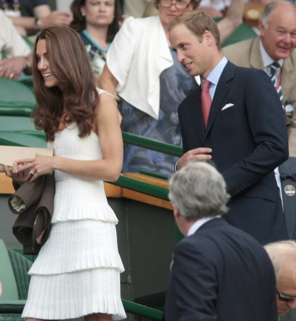 Kate-William-Wimbledon-june-2011-White-Temperley-Moraih-Dress-Tiered-Kelvin-Bruce-Nunn-Synd-Polaris-900-x-600.jpg