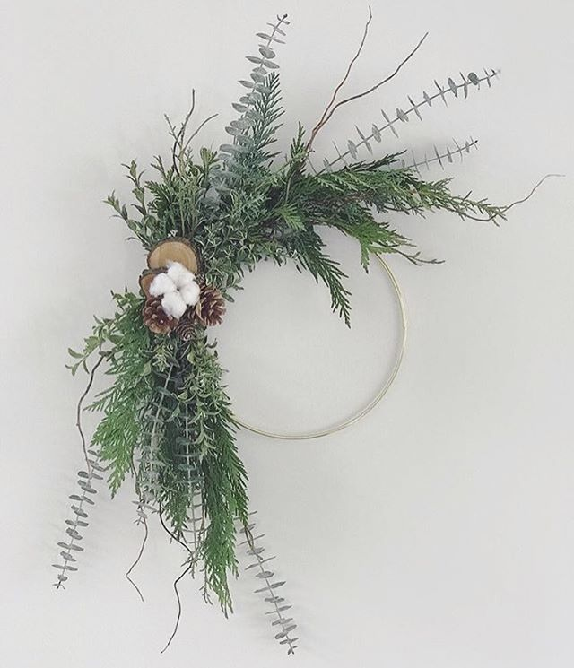 We're so excited for the upcoming @fromthegardenshed workshop! Contemporary Holiday Wreath Making!! *December 7th*  head to the link in @fromthegardenshed bio to sign up!  #holidayspirit  #workshop  #whistler #create  #wreath #spirit  #moderndesign