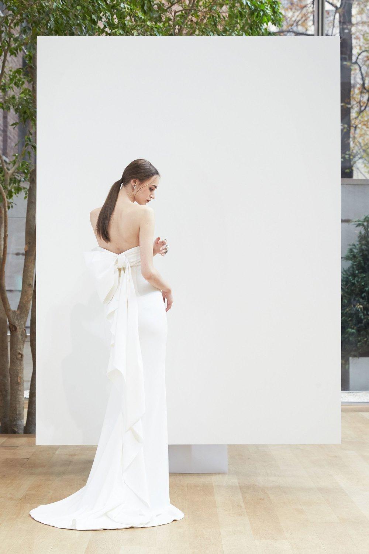 Oscar De La Renta Bridal Spring 2018     Photo: Courtesy of Oscar De La Renta / Jonathan Lopez-Espinoza