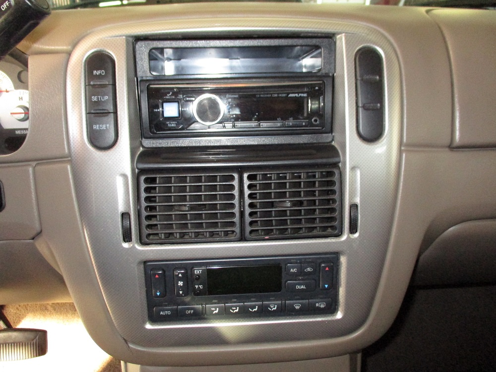05 Mercury Mountaineer 024.JPG