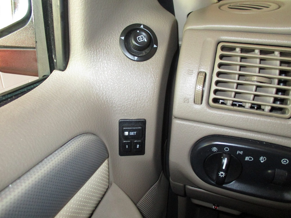 05 Mercury Mountaineer 035.JPG