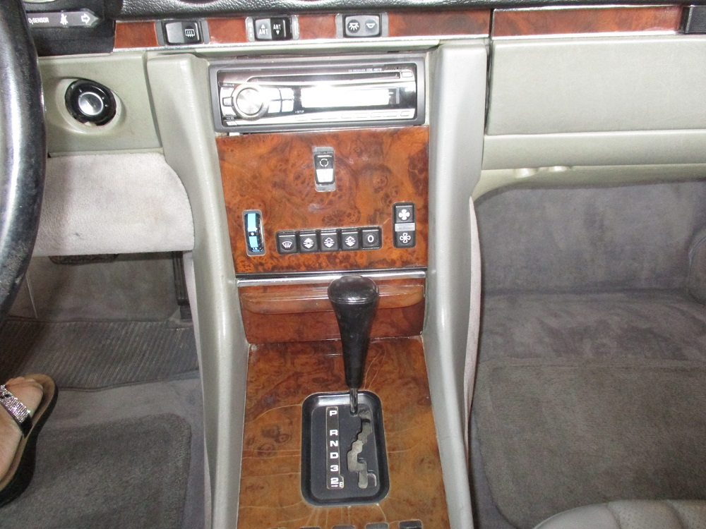 86 Mercedes 560SL 022.JPG
