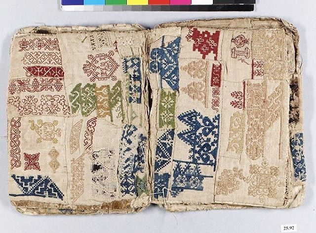 17th century textile sample book, probably Portuguese. In the collection of @metmuseum 🧿