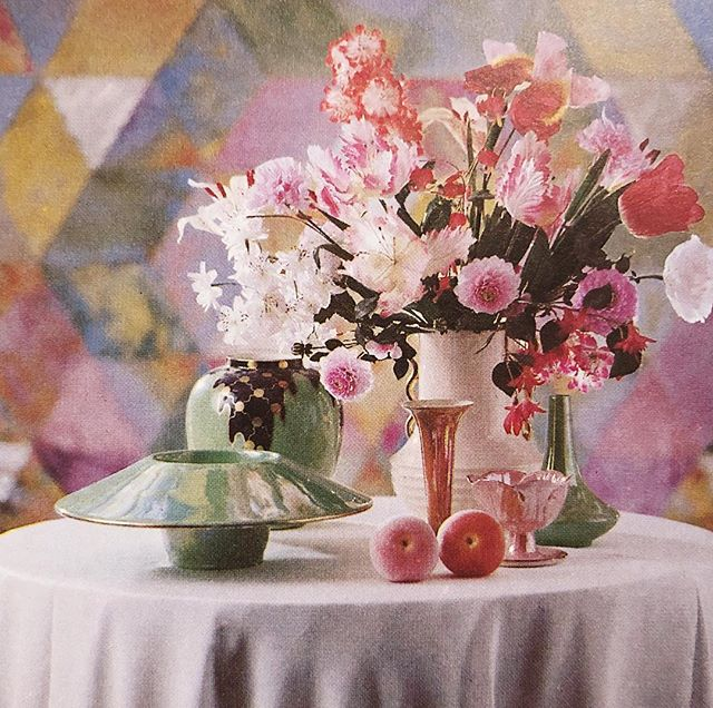 When I read my vintage interior books I am always struck by how there is nothing new under the sun 🌸🍑 Little vignette from 'The Finishing Touch: Making the most of the things you own,' by Robin Guild, 1979. More photos in Stories.