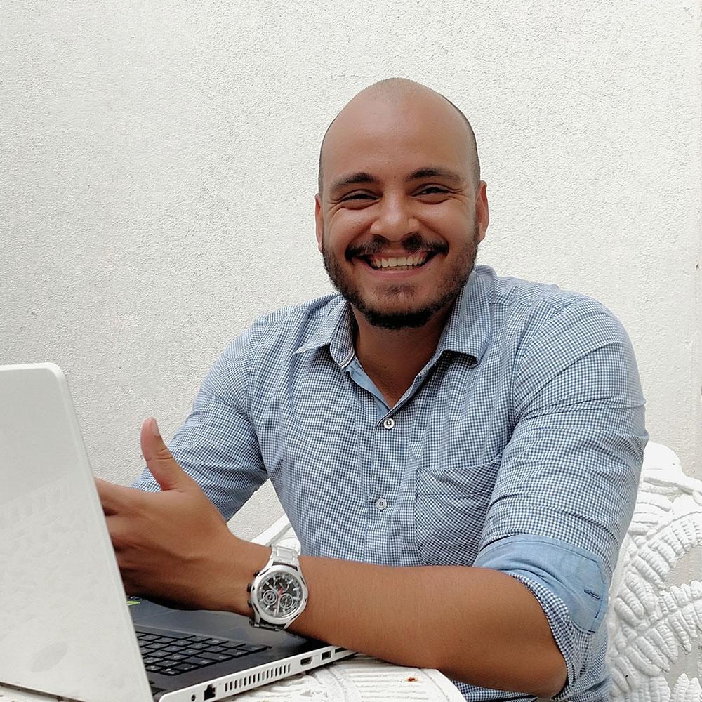 LEONARDO ALMEIDA 🎮 - Programador formado em Sistemas de Internet pela Uninassau, atua no mercado de TI há mais de 10 anos,tendo experiência em ambientes como startups, agências digitais, centros de inovação e fábricas de software.É entusiasta em aprender (e ensinar) tudo que diz respeito a desenvolvimento web.Belo Horizonte / Interfaces DigitaisGitHub /Linkedin