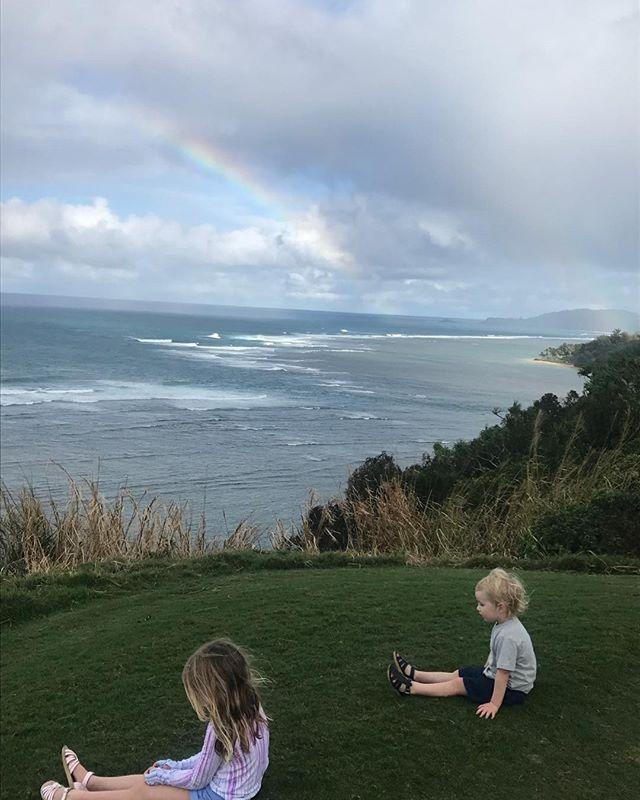 Kauai time 🌈 Lot of time for daydreaming #pacificocean #mellowkiddies #familyretreat #recharge #🙏🏻🏝💗🎯