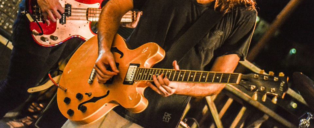 banner-guitarist.jpg