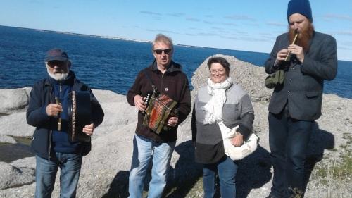 Music on the rocks with Jim Payne, Fergus obyrne, Daniel payne and interpreter Glenda Reid Bavis