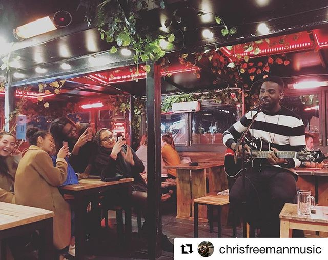 👀👀👀 #Repost @chrisfreemanmusic (@get_repost) ・・・ This picture is too funny not to share it 😂🙏🏾💯#alwaysappreciated #welltimedphoto #tryintokeepastraightface #singersongwriter #musicianslife