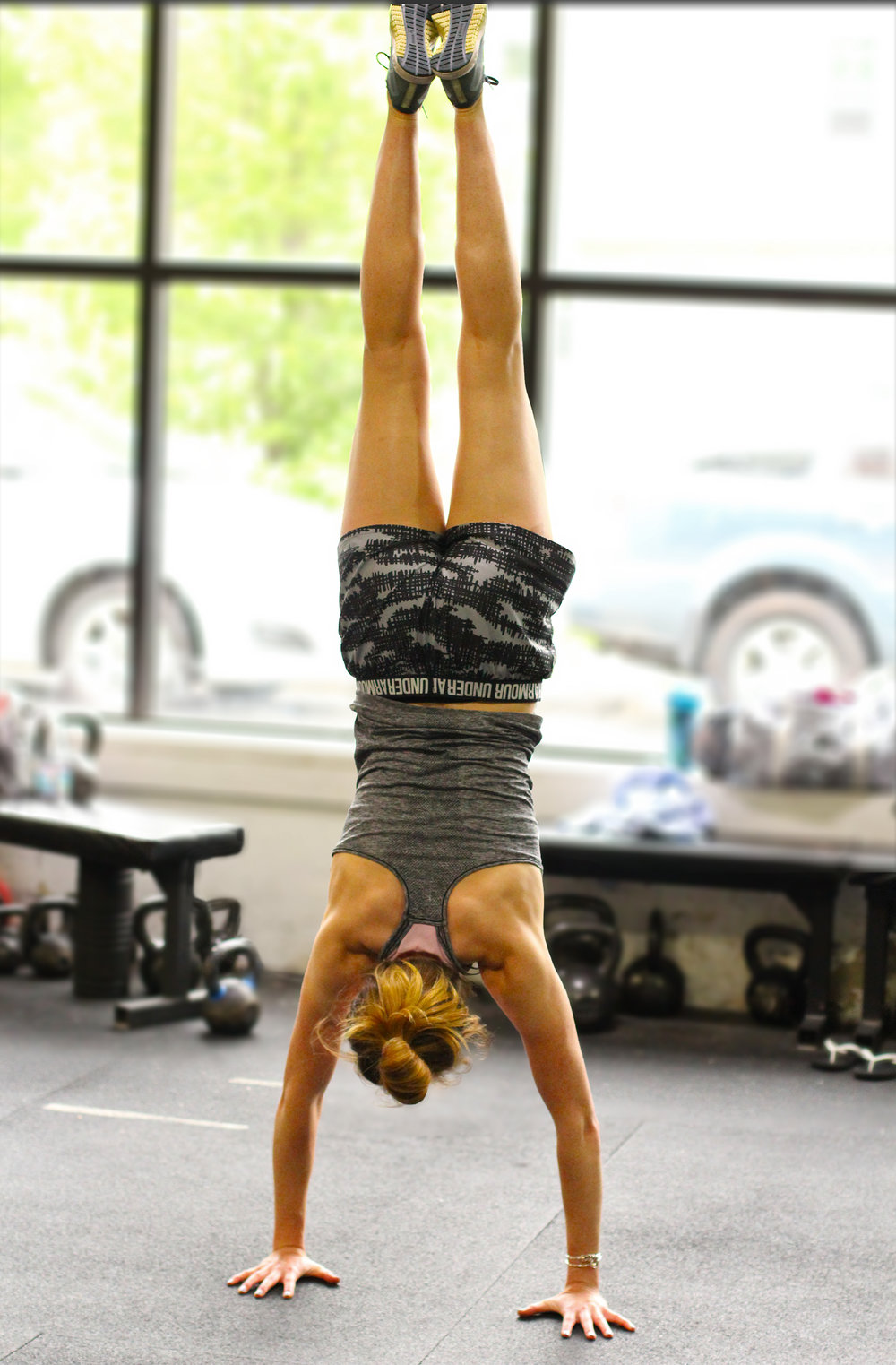 Did you know? Of the many transferrable benefits of practicing handstands to our overhead movements, as well as the increased proprioceptive awareness? Getting inverted also takes pressure off of the spine and helps flush out our various lymph glands. Isn't that cool? Perhaps even cooler is PVCF athlete, Michele Lafond nailing her handstand in this shot!