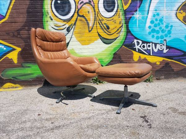 $125 mid-century pod chair