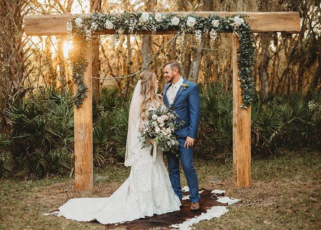 There are no words for perfection like this. Mr. And Mrs. Harder continue to leave us speechless✨🍂 . . 📸 @bohemianroadphotography . . #woodsandweddings #floridawedding #outdoorwedding #floridabarnvenue #weddingbarn #floridaweddingbarn #eucalyptuswedding #bohowedding