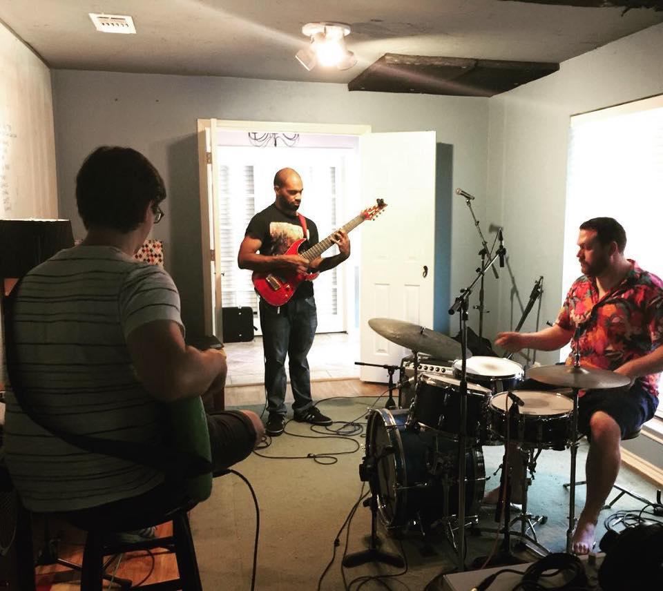 Robert Fennell recording at Shiny Sound Recording Studio