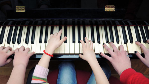 4 - 6 Spots Available - Our beginner piano course goes over proper playing techniques, music theory, note reading, ear training, presented in a hands on way filled with games, and activities. No prior experience necessary.