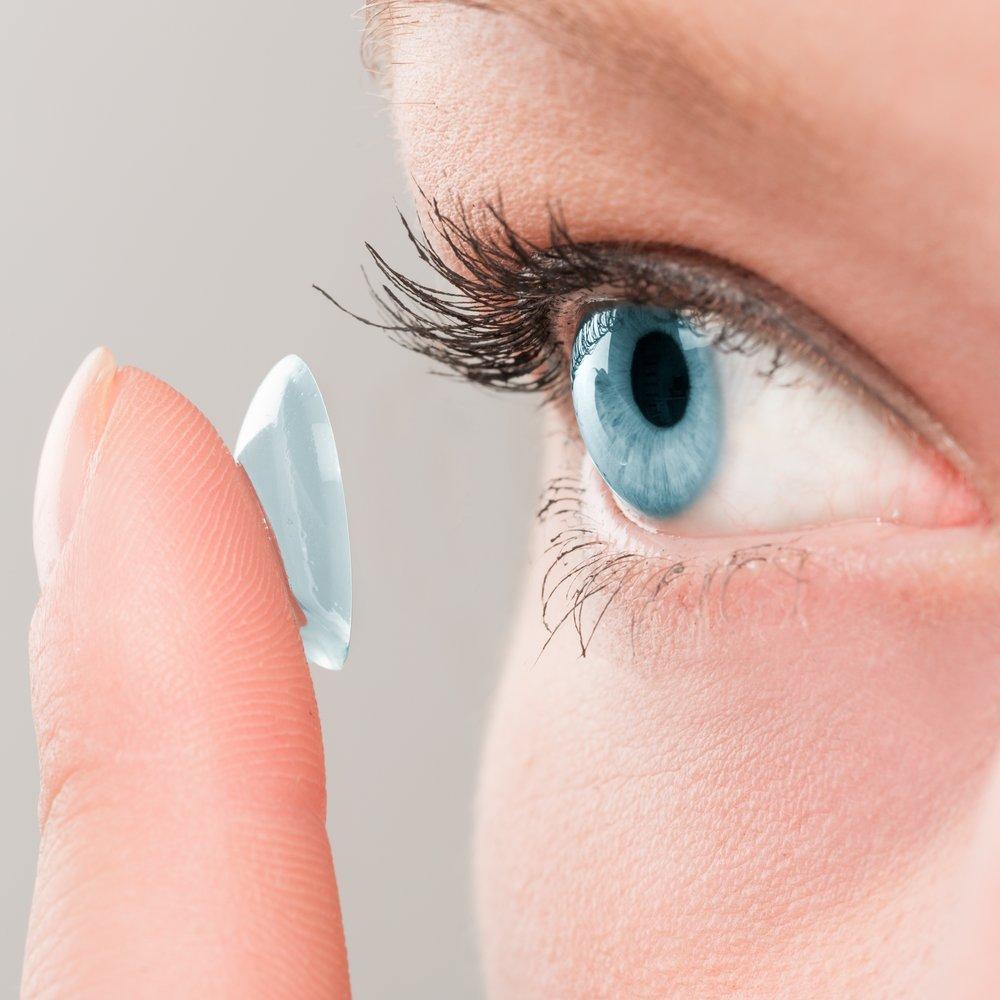 Kontaktlinsenanpassung bei Optik Jex