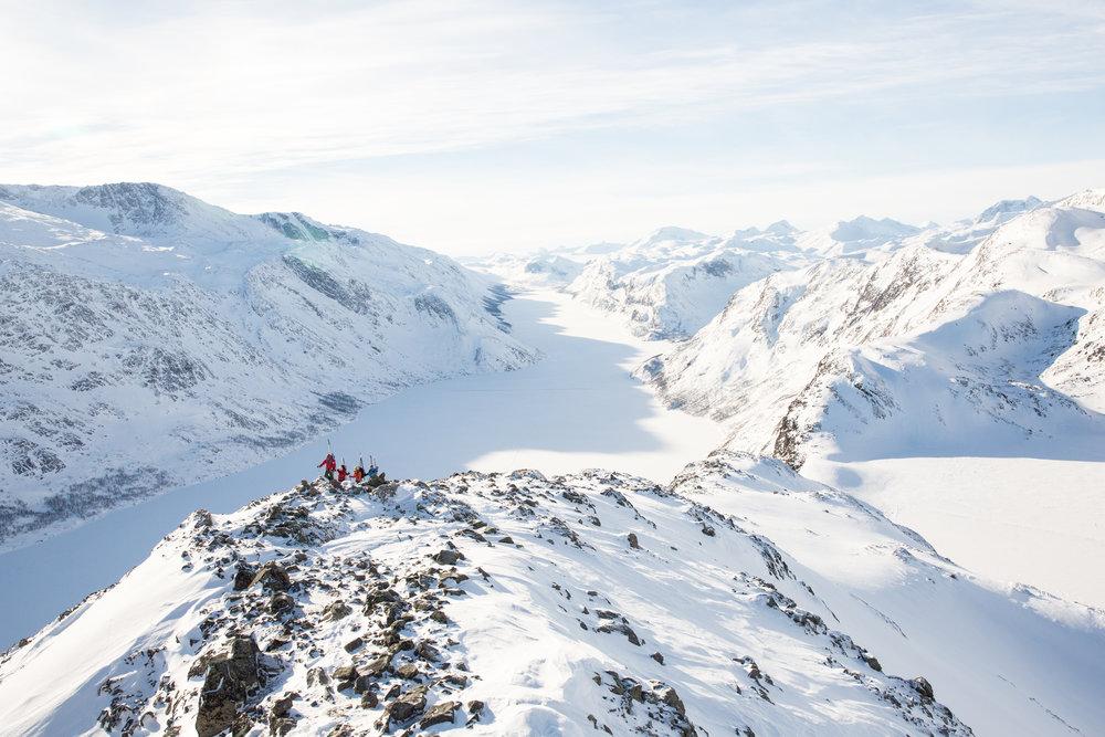 Prøv Besseggen på ski med GJENDEGUIDEN! 60 000 går den om sommaren, om vinteren er vi einslege! — Gjendeguiden. Your guide in Jotunheimen Nationalpark
