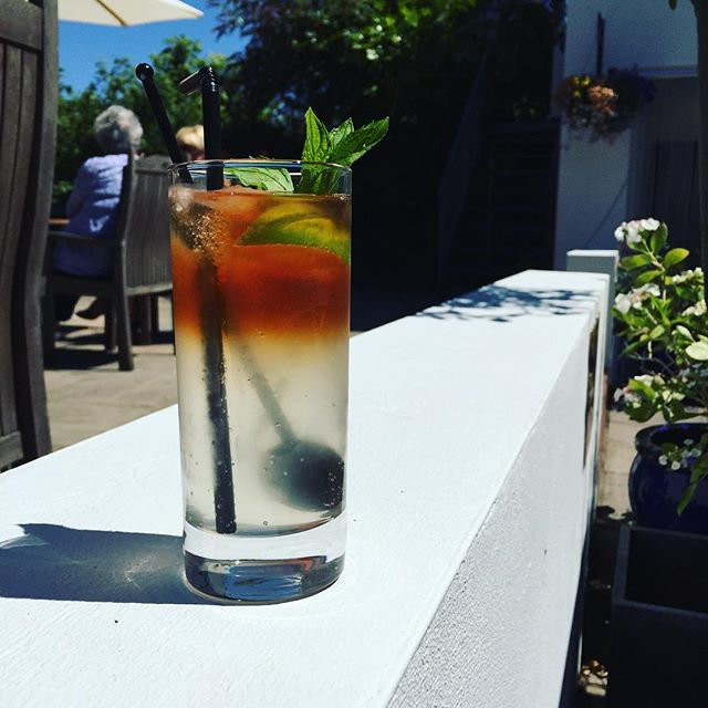 Looking for a refreshing alternative to #Pimms? Our #Kingston #Black Apple Aperitif with fresh #lime, @fevertree_uk #Ginger #beer, bitters and fresh mint is a brilliant choice to sup on sunny afternoons #Petworth #Cocktails #Summer