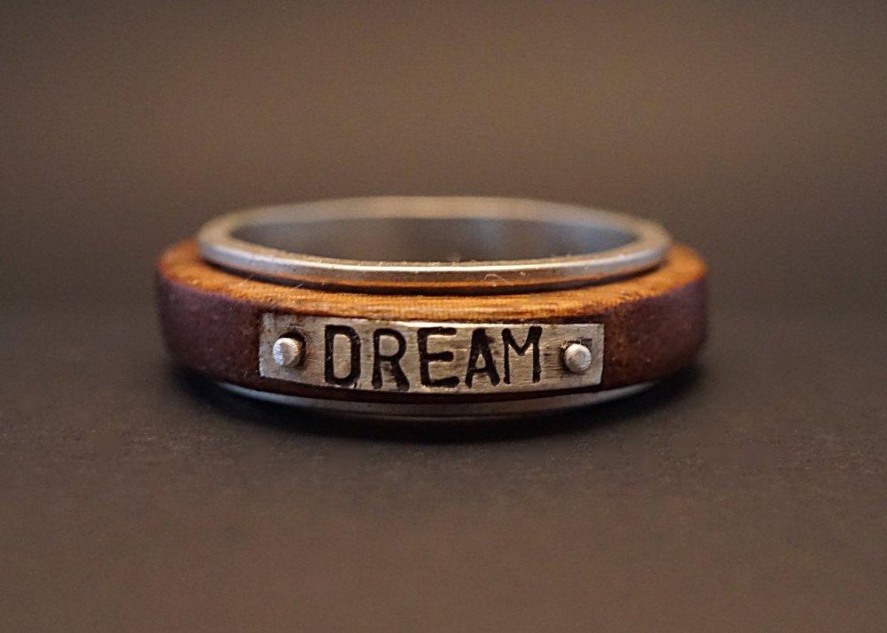 Dream spinner ring